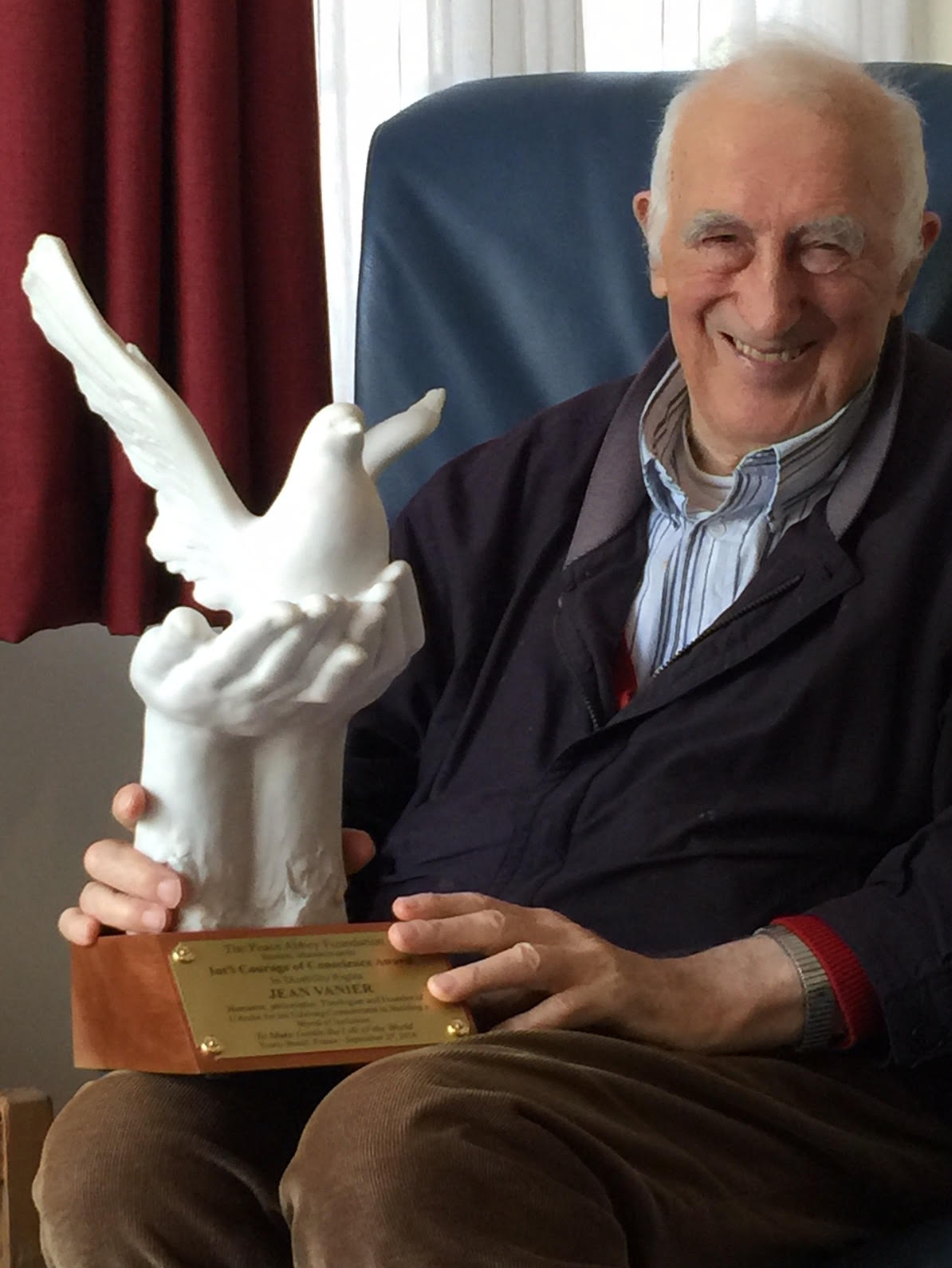 Jean Vanier receives Courage of Conscience Award