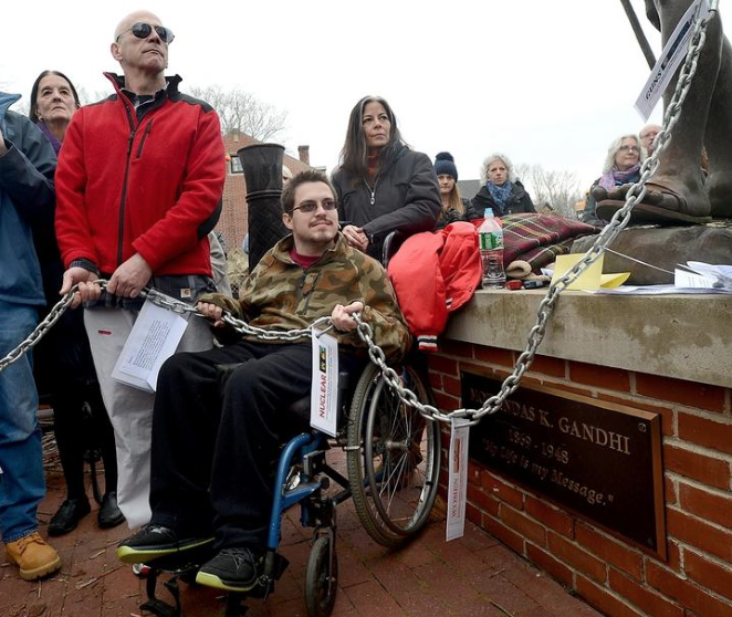Ian and Rachel Murawski participate in Peace Chain demonstration on Inauguration day.